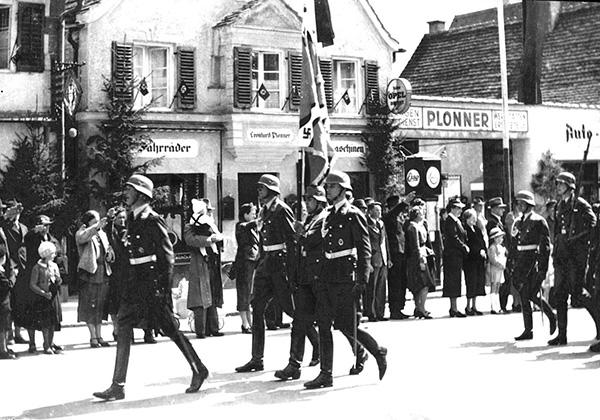Fürstenfeldbruck NS-Zeit Vorbeimarsch von Truppen Innenstadt