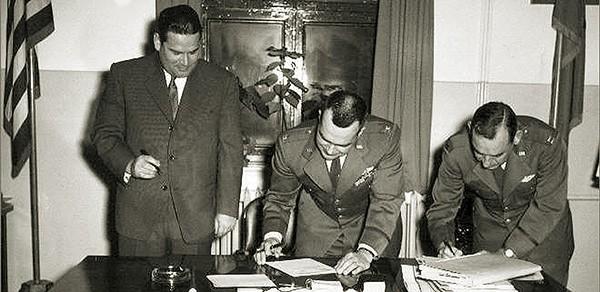 Vertragsunterzeichnung Übergabe Fursty an Luftwaffe